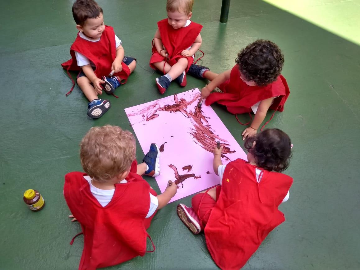 """No Projeto """"Mundo Animal"""", as crianças do Maternal I trabalharam a identificação de cores relacionando com os animais da fazenda. 🐷"""